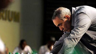 Kỳ thủ Garry Kasparov lo 'chiến tranh lạnh trên mạng' toàn cầu