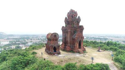 Tháp Chăm gần 1.000 năm tuổi còn sót lại ở Bình Định