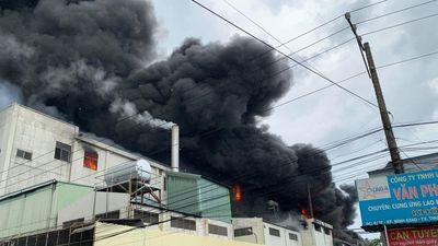 Đang cháy dữ dội ở Khu công nghiệp Việt Hương 1, Thuận An, Bình Dương