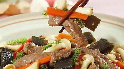 Bồi bổ sức khỏe cho người mới ốm dậy với món thịt bò xào nấm rong nho