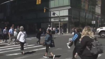 New York đề xuất cấm vừa đi bộ vừa nhắn tin