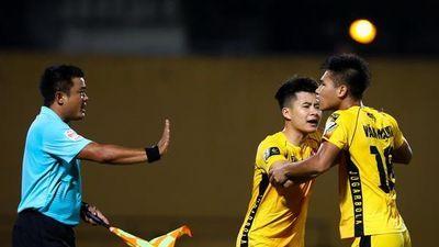 Sao U23 Việt Nam ngăn đồng đội lao vào ăn thua đủ với trọng tài