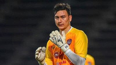 Văn Lâm chưa muốn ra châu Âu thi đấu như thủ môn Thái Lan