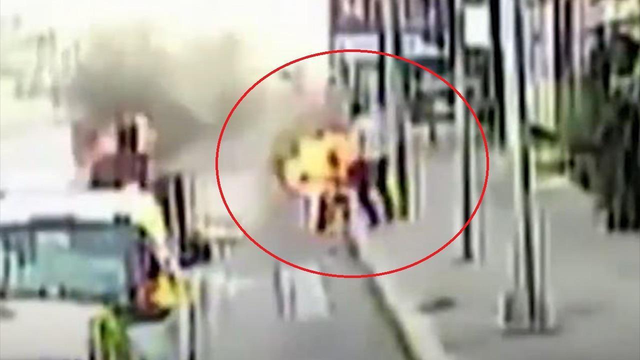 Tài xế xe buýt cứu tài xế xe ba gác bị lửa thiêu