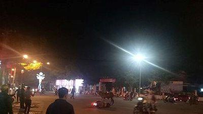 Bò 'điên' đại náo trên phố, húc nhiều người bị thương ở Thủ Dầu Một