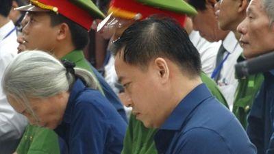 Thẩm tra lý lịch, Vũ 'nhôm' nhận mình có 2 quốc tịch