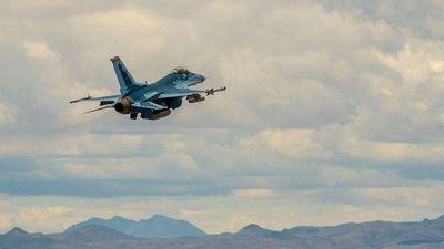 F-16 Mỹ 'cải trang' thành Su-57 Nga lần đầu cất cánh