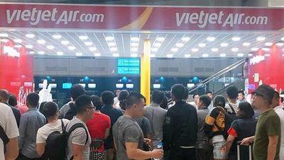 Hành khách tức giận la ó vì VietJet chưa có máy bay đã bán vé