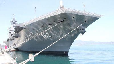 Uy lực tàu chiến lớn nhất của Nhật đang thăm Việt Nam