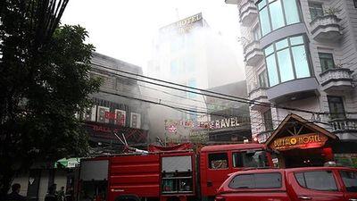Cứu hàng chục người trong vụ cháy lúc rạng sáng