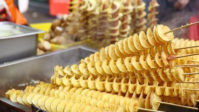Khoai tây lốc xoáy 50 cm và các món ăn dài hơn bình thường ở Nhật