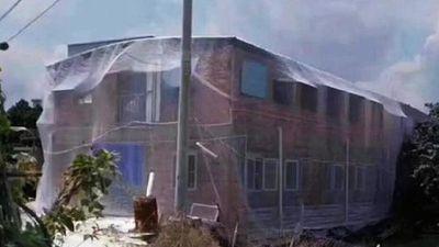 Mắc màn cho nhà 2 tầng để tránh muỗi