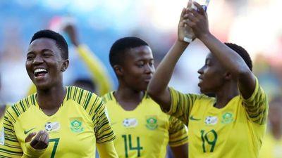Cầu thủ Nam Phi cười hớn hở dù về nước sớm ở World Cup nữ