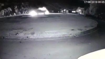 Clip xe tải đâm trực diện xe khách ở Hòa Bình khiến 3 người tử vong