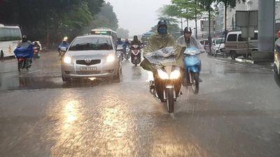 Miền Bắc mưa giải nhiệt, miền Trung tiếp tục nắng nóng