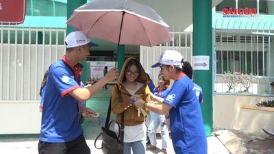 Sinh viên tình nguyện xếp hạc giấy, làm que điều ước, 'tiếp lửa' cho sĩ tử thi THPT quốc gia