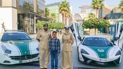 CLIP: 'Lác mắt' trước dàn siêu xe đắt đỏ của cảnh sát Dubai