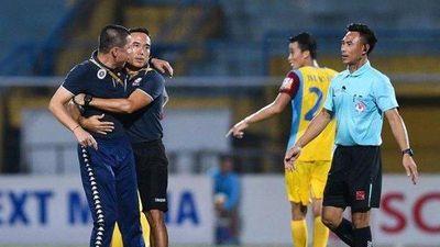Miệt thị trọng tài, HLV Chu Đình Nghiêm nhận án phạt nặng từ VFF