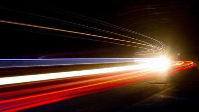 Chuyện gì xảy ra nếu vận tốc âm thanh và ánh sáng bị hoán đổi?