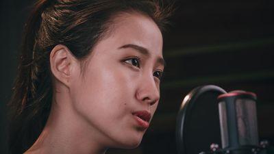Thí sinh Miss World Việt Nam khoe giọng hát lay động trái tim