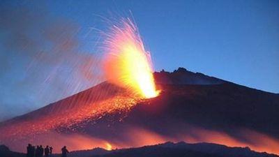 Núi lửa lớn nhất châu Âu bất ngờ phun trào