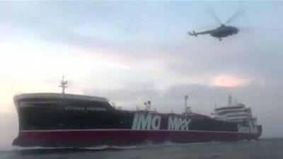 Video Iran vây bắt tàu dầu Anh 'như phim hành động'