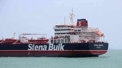 Kịch tính trực thăng và các tàu cao tốc Iran vây bắt tàu dầu Anh