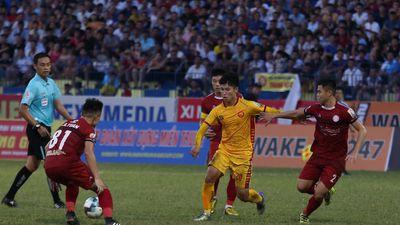 'Cánh chim lạ' U23 Việt Nam tả xung hữu đột giữa hàng thủ hay nhất V-League