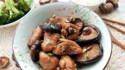 Gà om nấm hương, món ngon đổi vị cho bữa cơm nhà sang chảnh