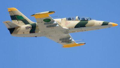Máy bay Libya mang bom hạ cánh xuống đường ở nước láng giềng
