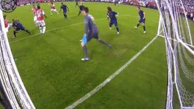 Gareth Bale cứu nguy trên vạch vôi giúp Real thoát thua trước Arsenal
