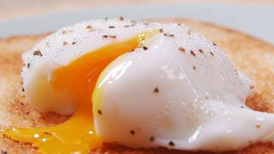 Mẹo chần trứng lòng đào bằng lò vi sóng