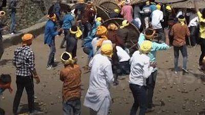 Lễ hội ném đá vào nhau đến đổ máu để cầu phúc ở Ấn Độ