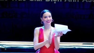 Thời trang khoe da thịt táo bạo của Hà Hồ trong MV mới 'Vẻ đẹp 4.0'