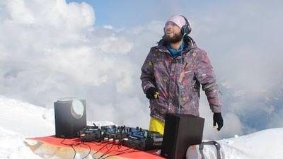 DJ chơi nhạc trên đỉnh núi cao hàng đầu châu Âu