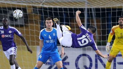 Quang Hải solo ghi bàn đẳng cấp ở giải châu Á
