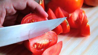 4 cách thái cà chua hữu ích cho người nội trợ