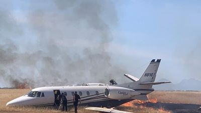 Mỹ: Máy bay bốc cháy khi vừa cất cánh