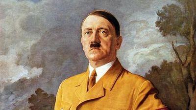 Nóng: Vì sao Hitler bắt chước ria mép của Vua hề Sác-lô?