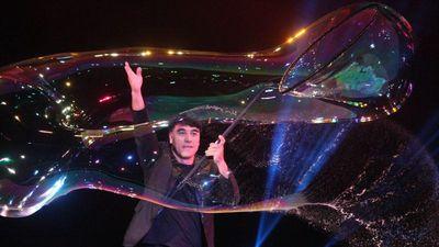 'Phù thủy bong bóng' Fan Yang sẽ đưa cả vợ con đến Việt Nam biểu diễn