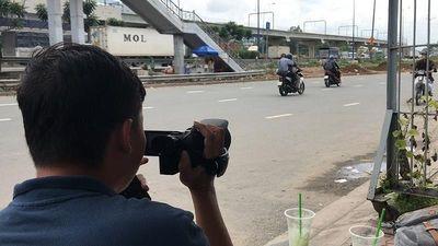Clip: CSGT mặc thường phục ghi hình xe vi phạm ở Thủ Đức