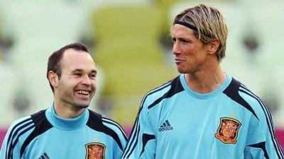 Huyền thoại Iniesta làm lu mờ ngày chia tay của Torres