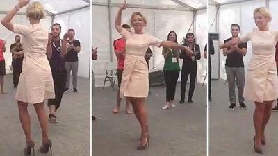 Người phát ngôn Bộ Ngoại giao Nga 'gây bão' với điệu nhảy Lezginka 'nóng bỏng'