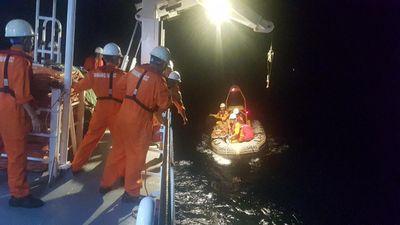 Cứu nạn ngư dân bị đứt gân chân không cầm được máu ở quần đảo Hoàng Sa