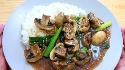 Cuối tuần dùng bữa thanh tịnh, bổ dưỡng với cơm nấm cà ri