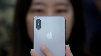 iPhone XS tự chớp sáng trong đêm, chủ nghi máy bị 'ma ám'