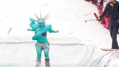 Cuộc thi trượt tuyết quái dị và vui nhộn ở Siberia