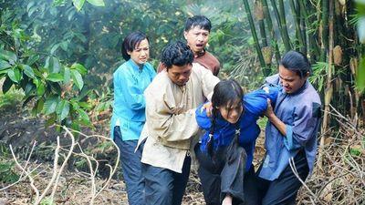 Nhật Kim Anh bị đẩy xuống giếng trong phim