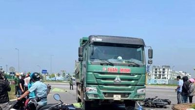Hai người tử vong sau va chạm với xe tải Howo