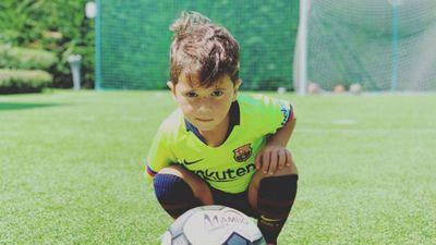 Con trai Messi ghi bàn và ăn mừng theo phong cách của bố